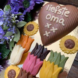 Moederdag hart met bloemetjes chocolaatjes